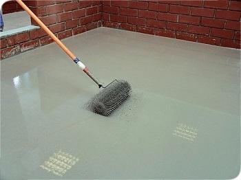 Выравнивание бетонного пола самовыравнивающейся смесью цена за м2 штукатурка стен без маяков цементным раствором цена за квадратный